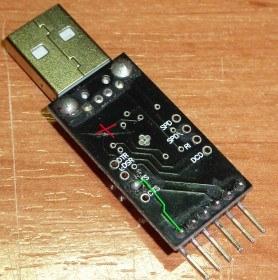 Hay que cortar la pista superior y unir el pin RST con el pad RTS.
